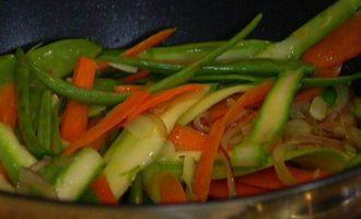 Тальолини с весенними овощами и базиликом