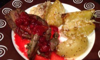 Праздничная индейка с клюквенным соусом
