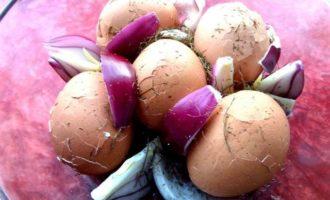 Яйца в легком маринаде