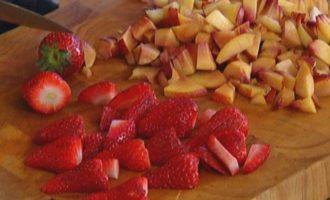 Летние фруктово-ягодные маффины с белым шоколадом