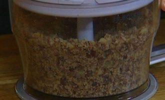 Каштановый пирог с миндалем, клюквой и фисташками