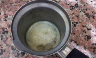 Лаваш с тунцом и шпинатом, запеченный в глиняной тарелке