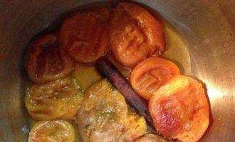 Маковый десерт под соусом из кураги