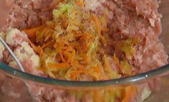 Помидоры, фаршированные мясом и овощами