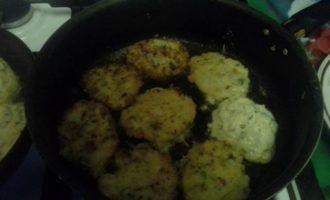 Оладьи из кабачков с сыром и петрушкой
