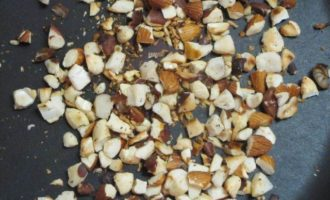 Паста с орехами и свекольным соком