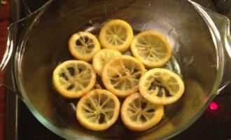 Филе трески на лимонах