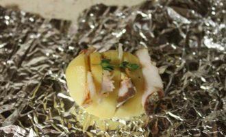 Запеченная картошечка с салом
