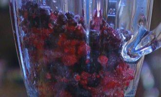Блинчики со свежими фруктами и ягодами