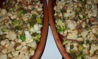 Цветная капуста и брокколи, запеченные с белой фасолью