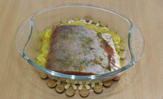 Рыбка красная под суфле из сливочного сыра