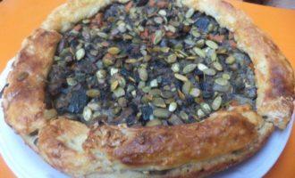 Пирог с начинкой из овощей и шампиньонов