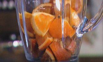 Апельсиново-миндальный пирог с изюмом