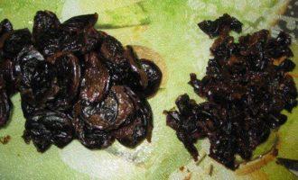 Буженина фаршированная черносливом в фольге