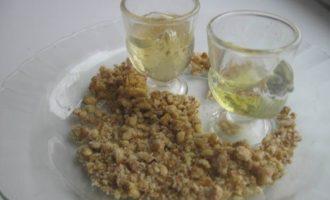 Свинина пряная в ореховой обсыпке, фаршированная сыром