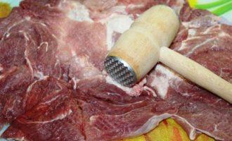 Свиная шейка, запеченная с хурмой