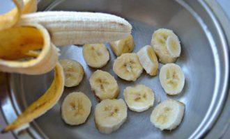 Сливовое варенье с бананом и грецкими орехами