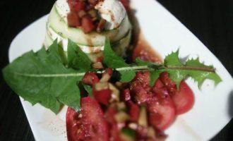 Террин из спаржи с помидорным салатом