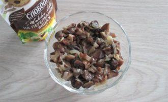 Салат из куриного мяса с курагой