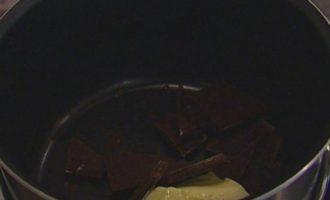 Шоколадный фондан со взбитыми сливками
