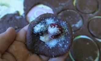 Шоколадные вареники с ягодами