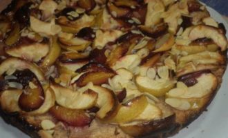 Осенний яблочно-сливовый пирог