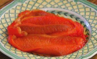 Брускетта с красной фасолью и сладким перцем