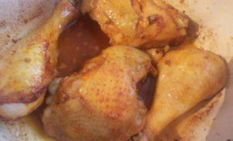 Курица с чесноком и паприкой в сливках