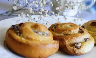 Булочки-улитки с начинкой из творожного сыра