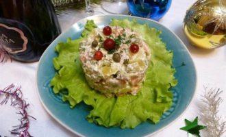 """Салат """"Новогодний"""" с красной рыбой"""