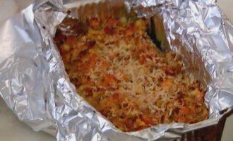 Цукини, запеченные с помидорами, сыром и чили