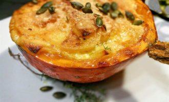 Картофельный гратен в тыквенной тарелочке