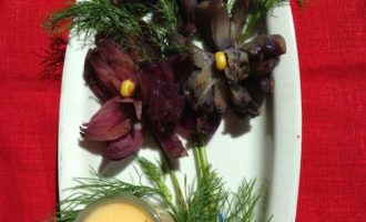 "Закуска ""Пряные цветы из лука с сырным соусом"""